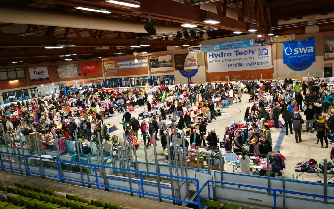 Großer Erfolg beim Flohmarkt für Kinder- und Babyartikel in der Königsbrunner Hydro-Tech eisarena